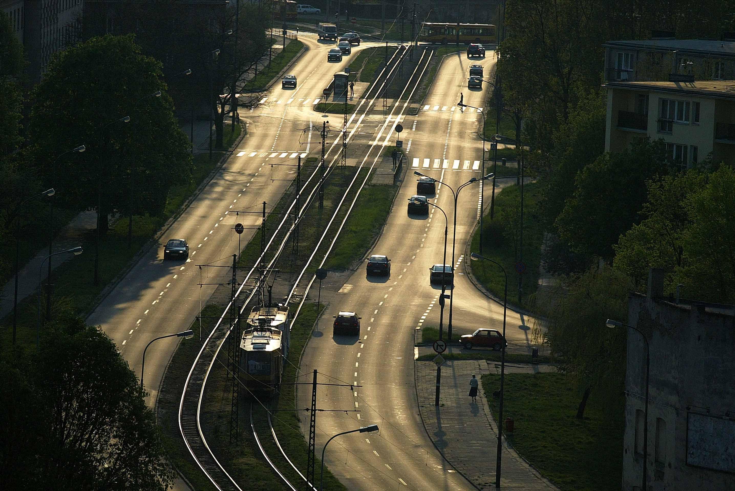 Bovenaanzicht van weg met tram