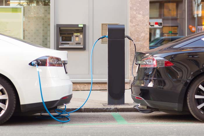 Elektrische auto's in oplaadpunt