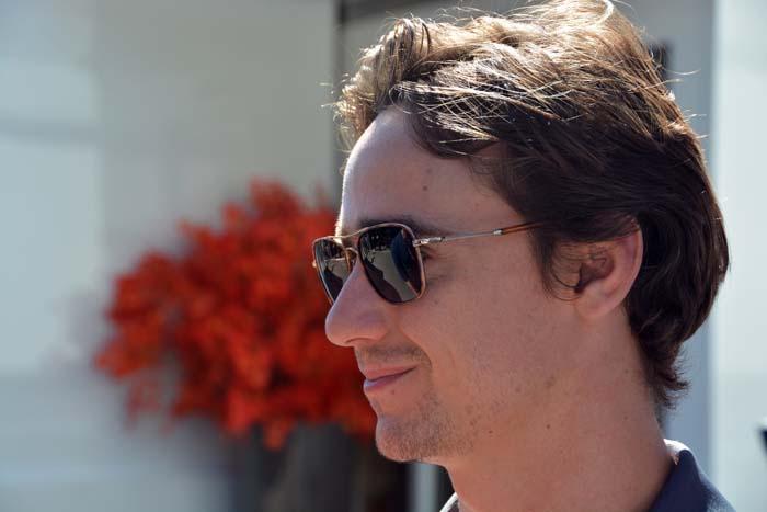 Esteban Gutierrez met zonnebril