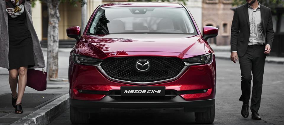 Rode Mazda CX-5 voorkant